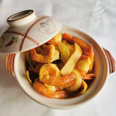 Crevettes au curry jaune
